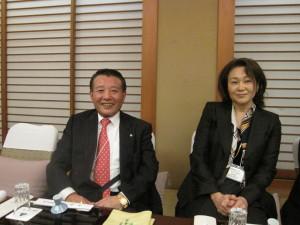 16. 三次会にて、高橋副会長と武田副会長(左から)